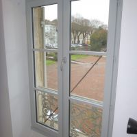 58MM , double joint , double vitrage 4/16/4 thermique + Argon , peinture 3 couches en gris clair
